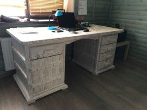стол белый состаренный